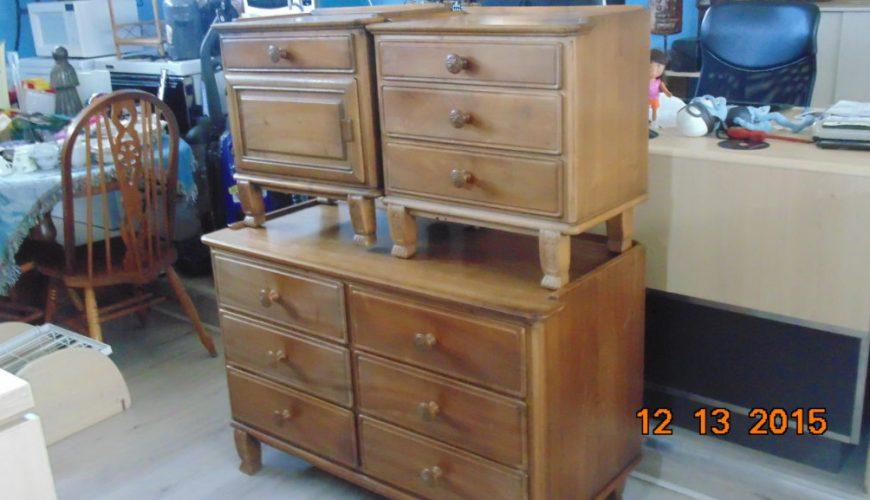 Collectible 3 piece Dresser set Antiques Vintage. Collectible 3 piece Dresser set   Liquidation House